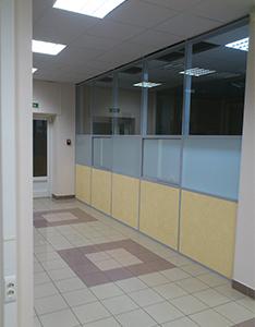 steklyannye ofisnye peregorodki