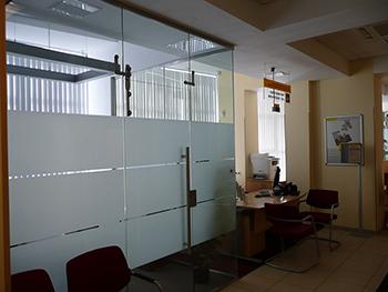 Steklyannaya-peregorodka-v-banke
