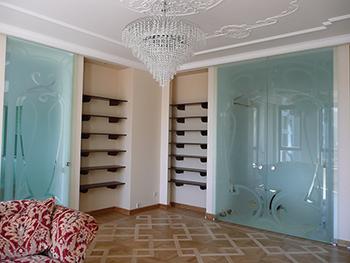 Steklyannye-razdvizhnye-dveri