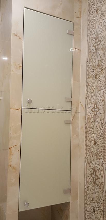 steklyannye-dvercy-v-nishu